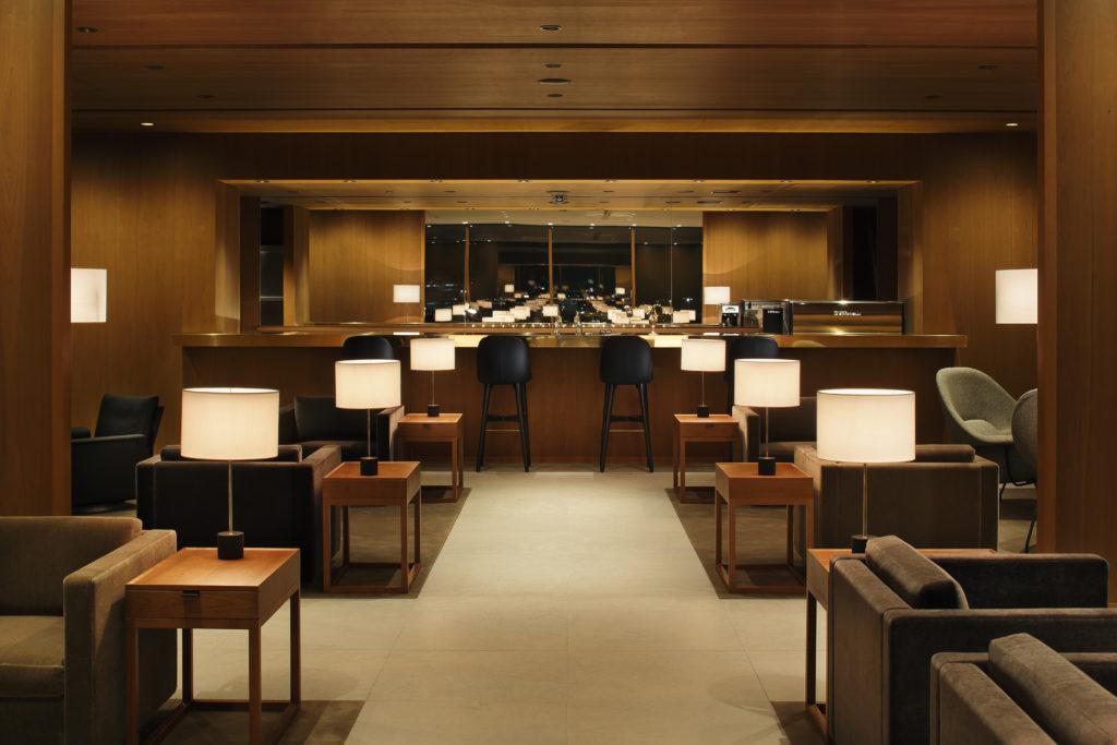 Cathay Pacific new lounge Tokyo Haneda bar