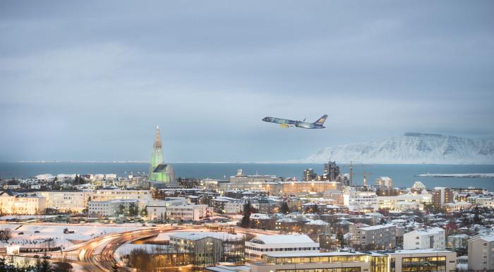 Icelandair Boeing 757 Hekla Aurora over Reykjavik
