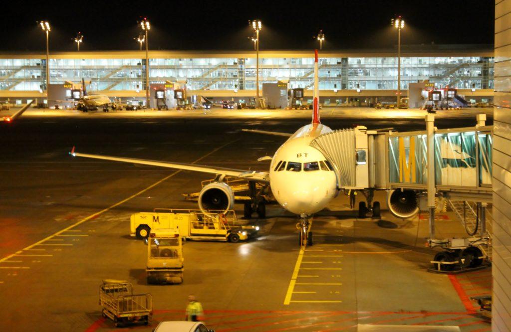 Austrian Airlines Business Class Munich-Vienna Airbus A320 at the gate