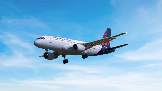 Brussels Airlines AIrbus A320 landing