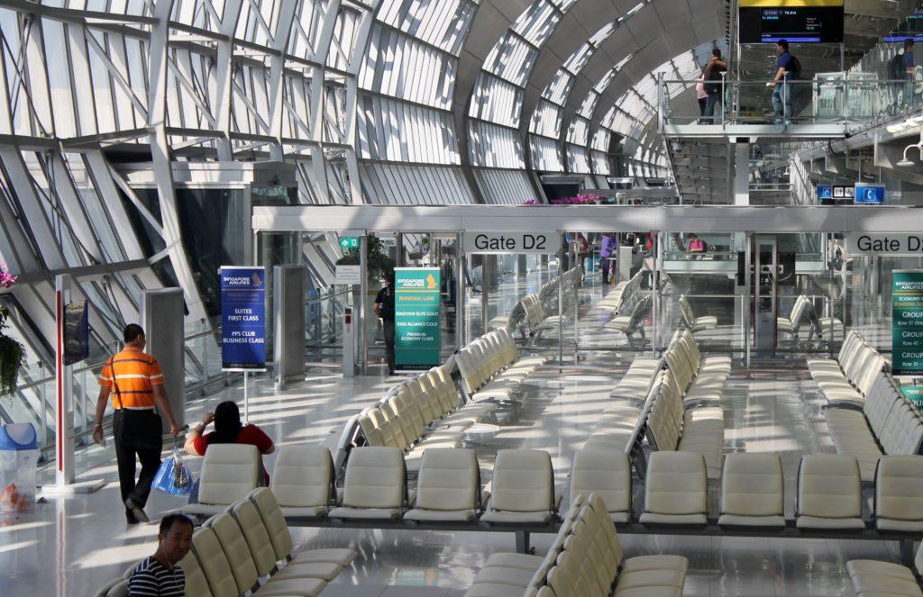 Singapore Airlines Economy Class Bangkok-Singapore Changi gate area