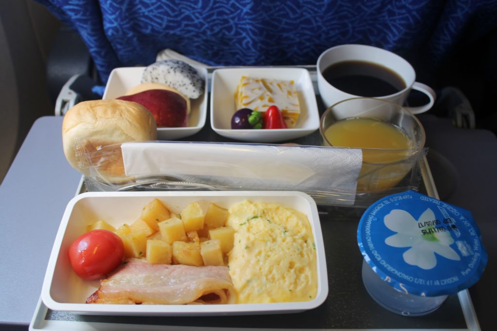 Singapore Airlines Economy Class Bangkok-Singapore Changi breakfast