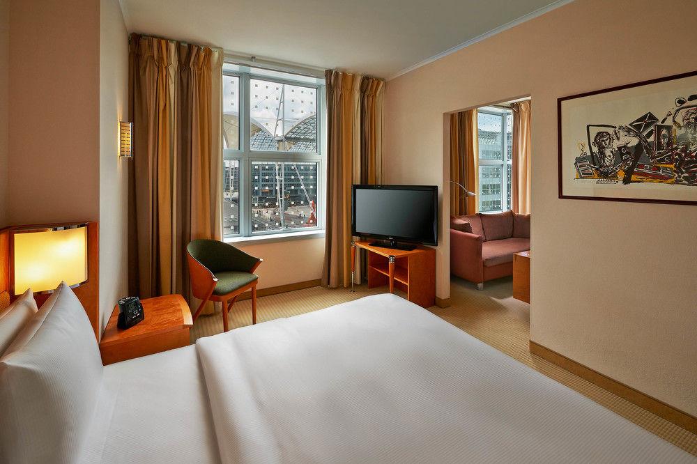 Hilton Munich Airport Hotel junior suite