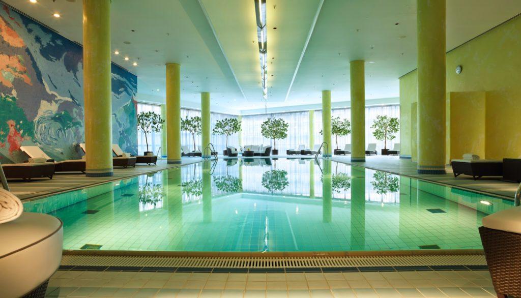 Hilton Munich Airport Hotel pool