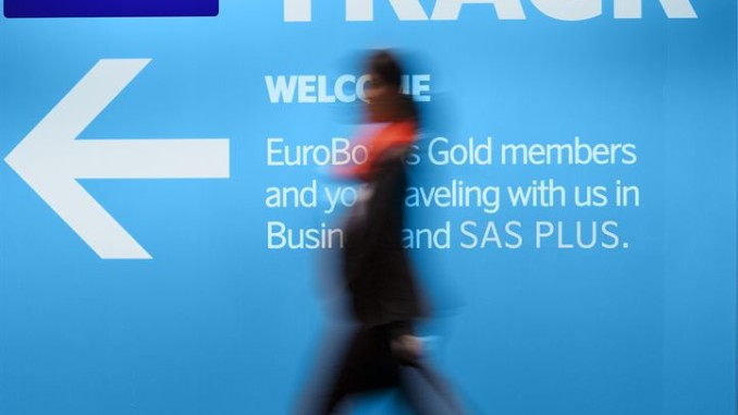 SAS Fast Track sign through security