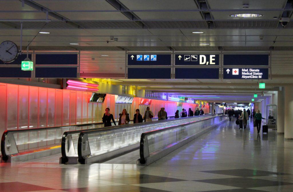 Air France Business Class Munich-Paris CDG underground corridor