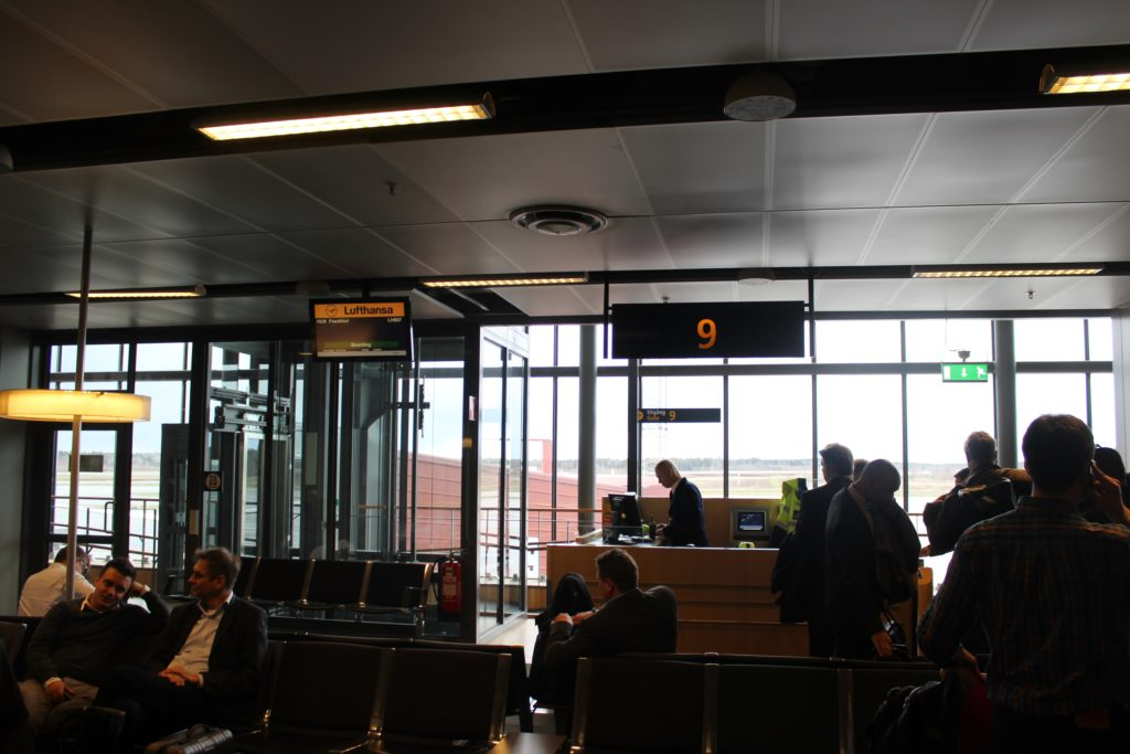Lufthansa Business Class Stockholm-Frankfurt gate and boarding