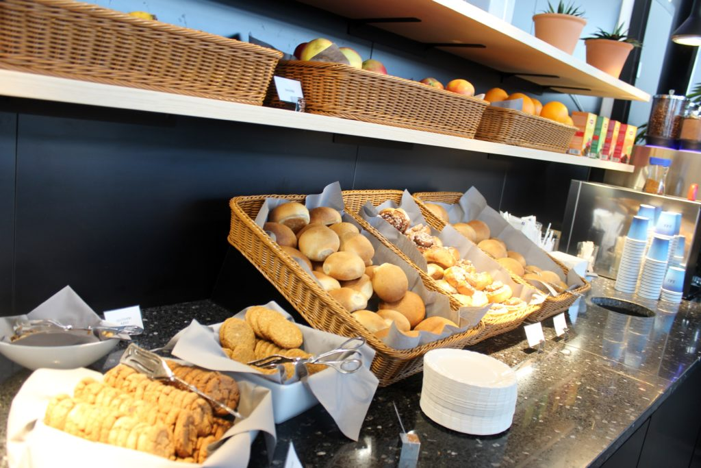 SAS Cafe Lounge, Trondheim Vaernes self service buffet