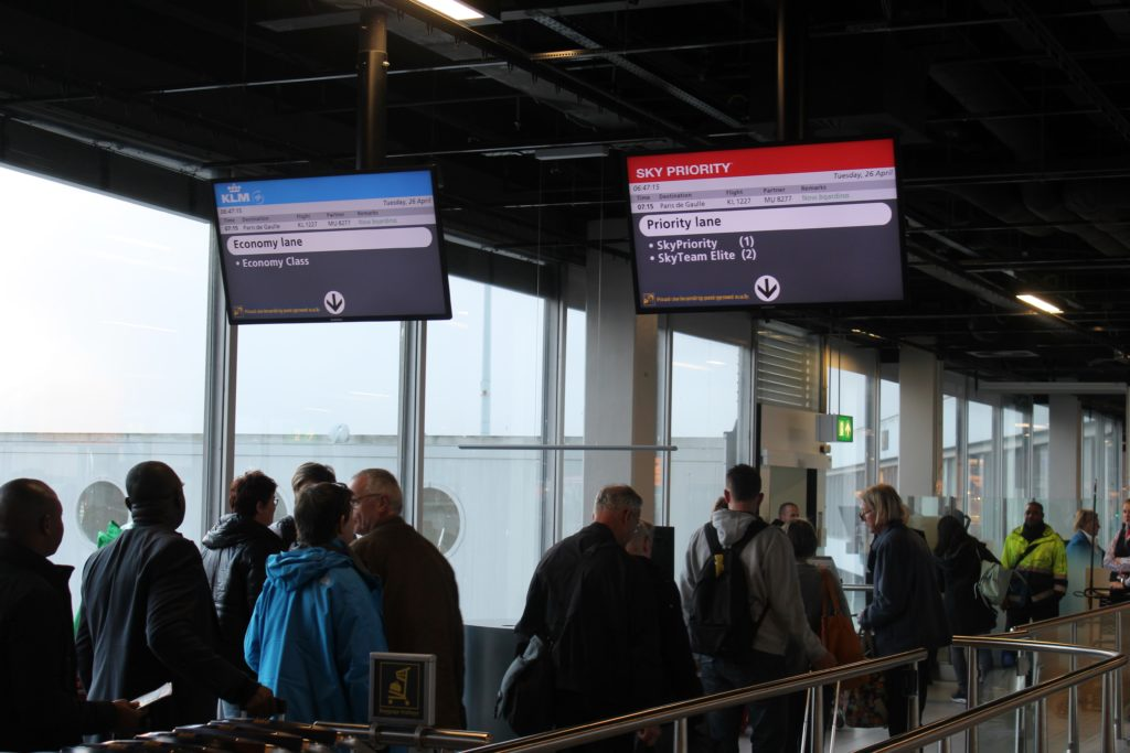 KLM Business Class Amsterdam-Paris boarding with priority boarding