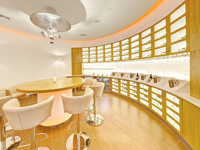 Skyteam Lounge, Dubai self service bar