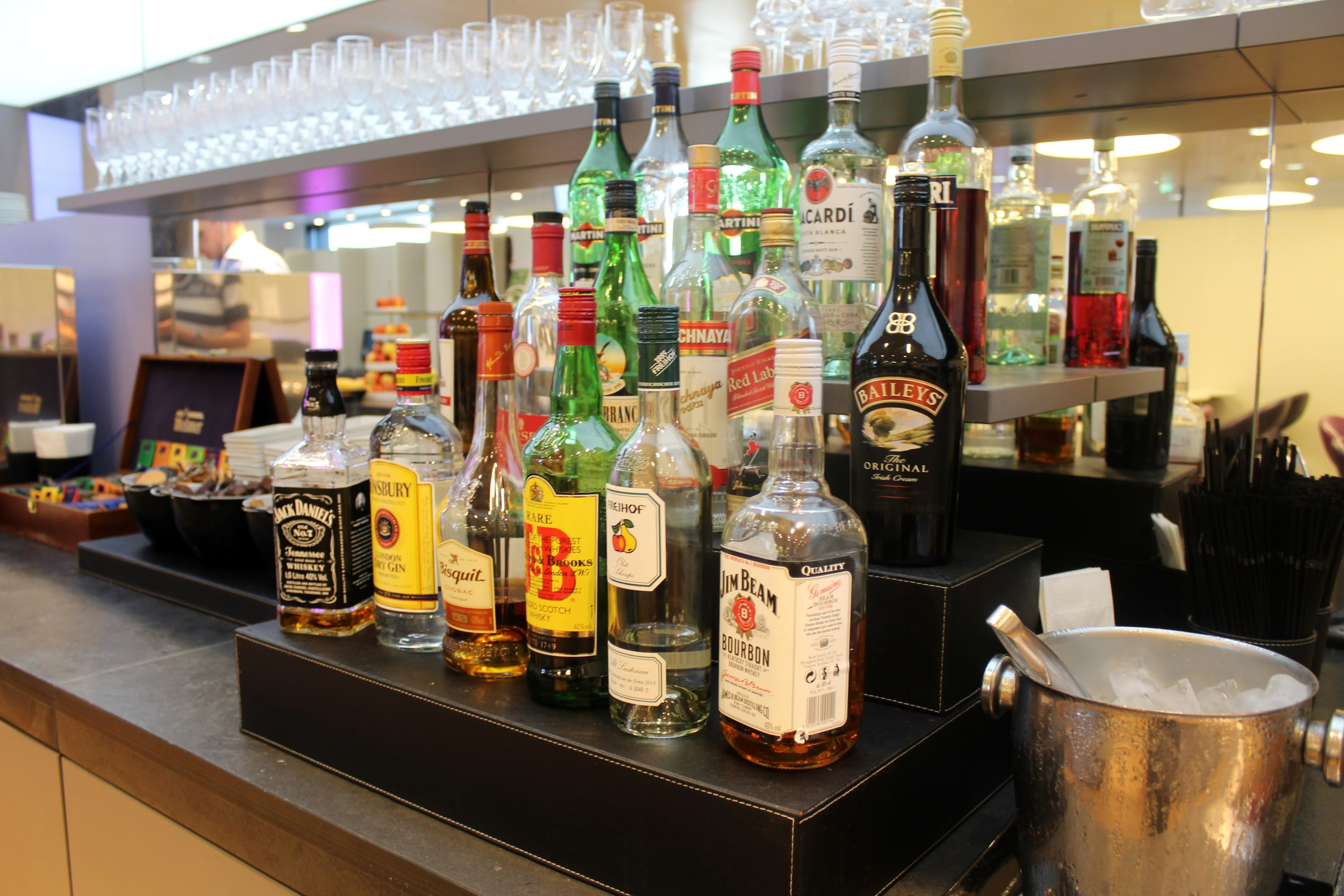 Austrian Airlines Senator Lounge, Vienna Schwechat, Schengen spirits