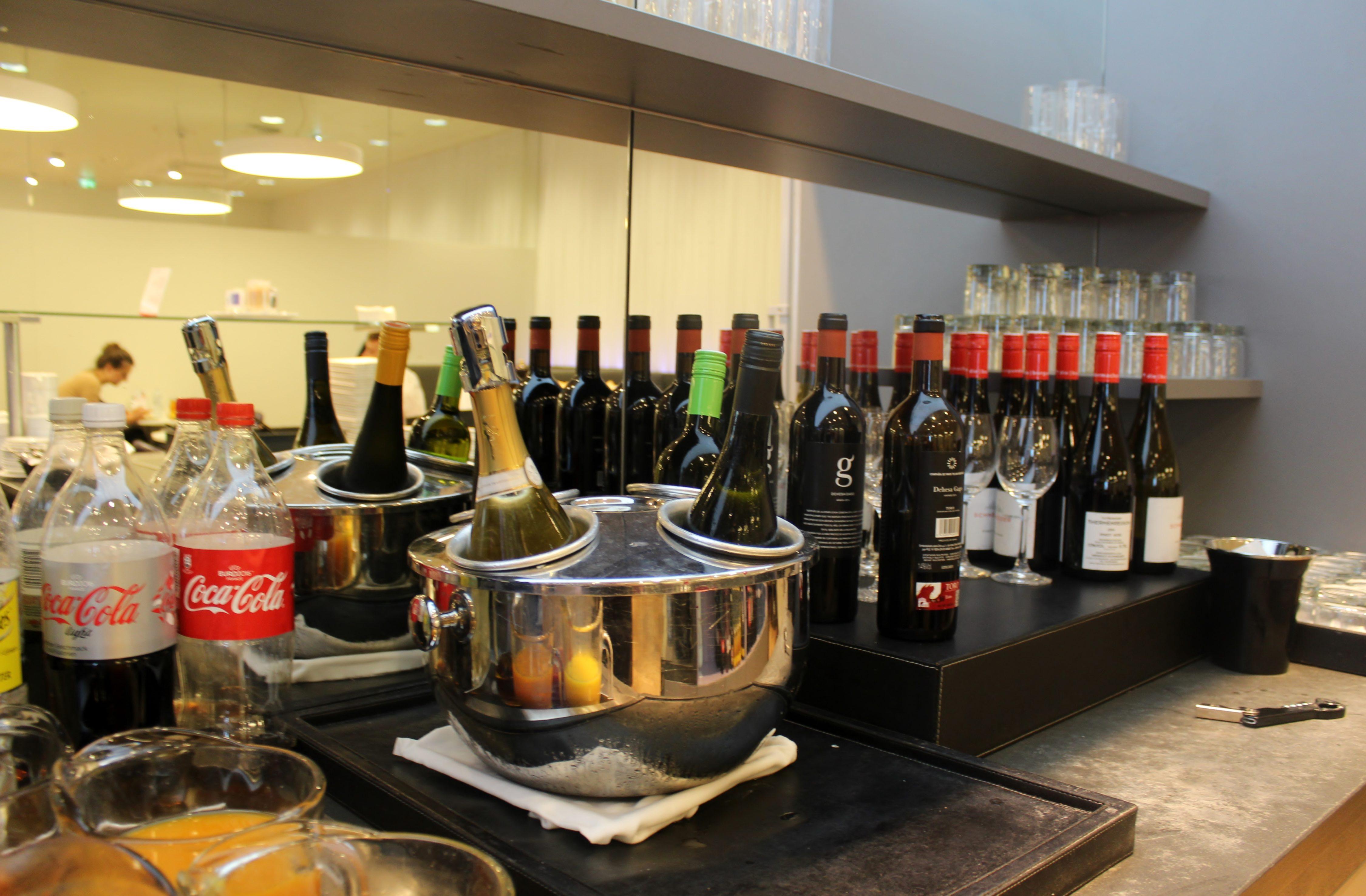 Austrian Airlines Senator Lounge, Vienna Schwechat, Schengen wines