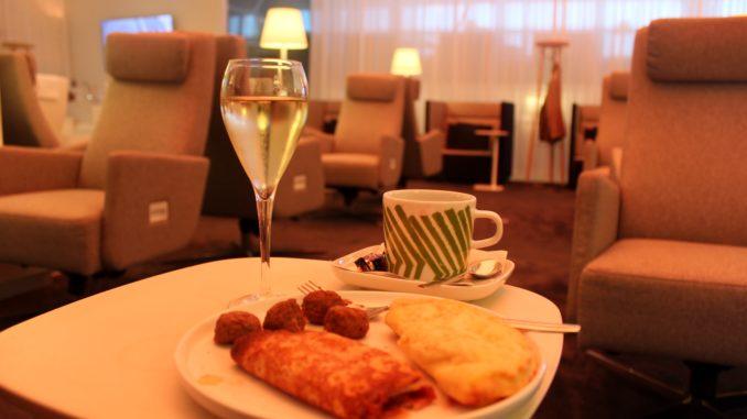 Breakfast in the Finnair Premium Lounge in Helsinki
