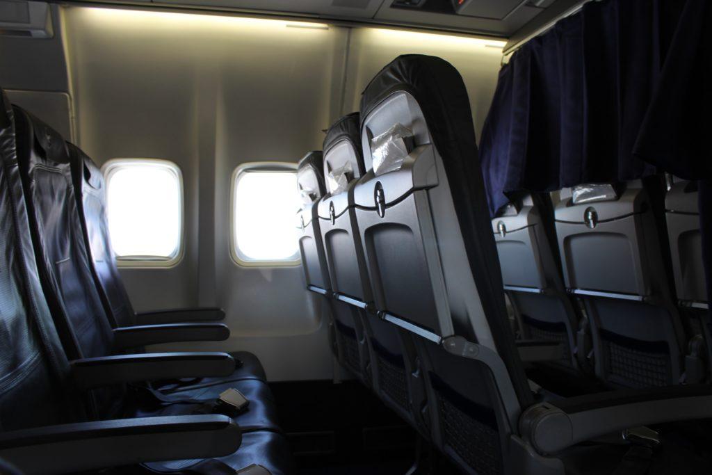 Lufthansa Economy Class Geneva-Frankfurt seat and cabin
