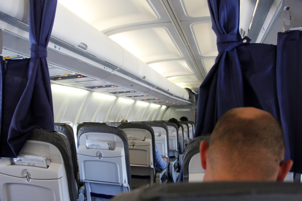 Lufthansa Economy Class Geneva-Frankfurt cabin