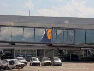 Lufthansa Economy Class Geneva-Frankfurt aircraft tail