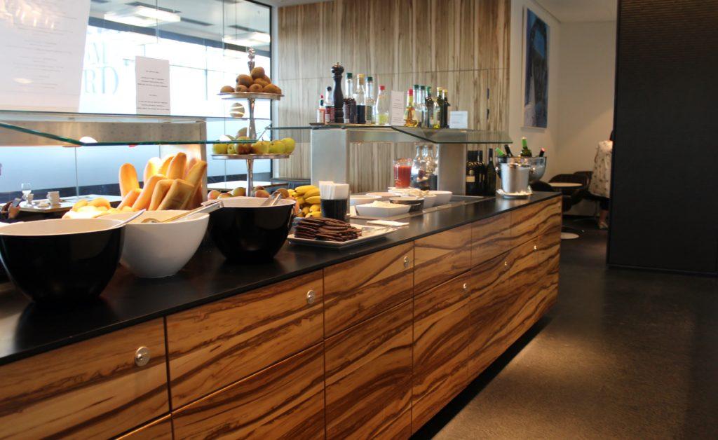 Sky Lounge, Vienna Schwechat, Schengen self service buffet