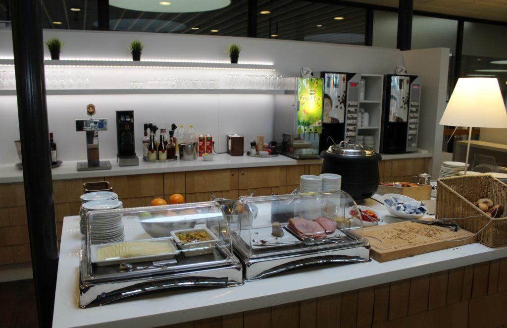 Servisair Aspire Lounge Copenhagen Kastrup self service buffet