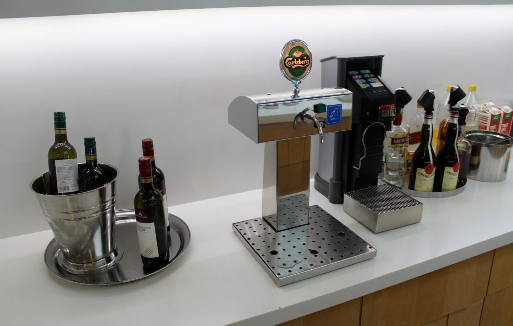 Servisair Aspire Lounge Copenhagen Kastrup self service drinks