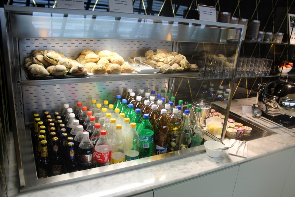 Aspire Lounge (Skyteam), Zürich Kloten, Schengen drinks and snacks