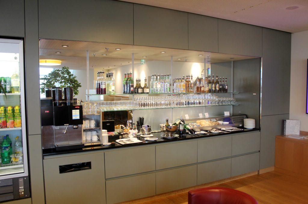 Dnata Skyview Lounge, Zürich Kloten self service buffet