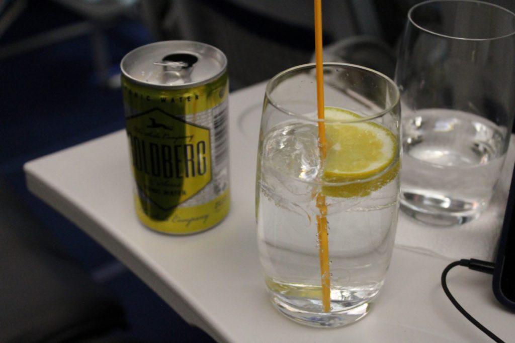Lufthansa Business Class Frankfurt-Stockholm gin tonic
