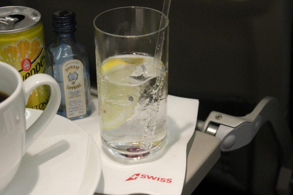 Swiss Business Class Zürich-Barcelona gin tonic