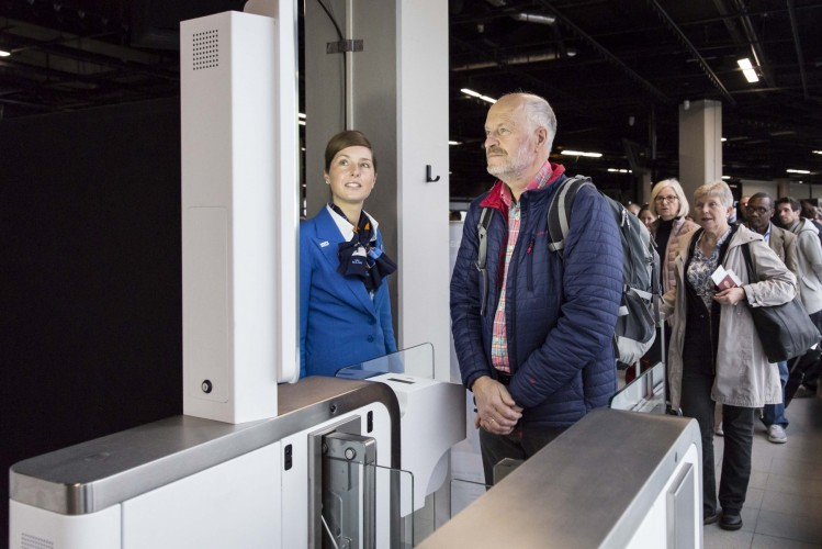 KLM biometric boarding at Amsterdam Schiphol using facial recognition