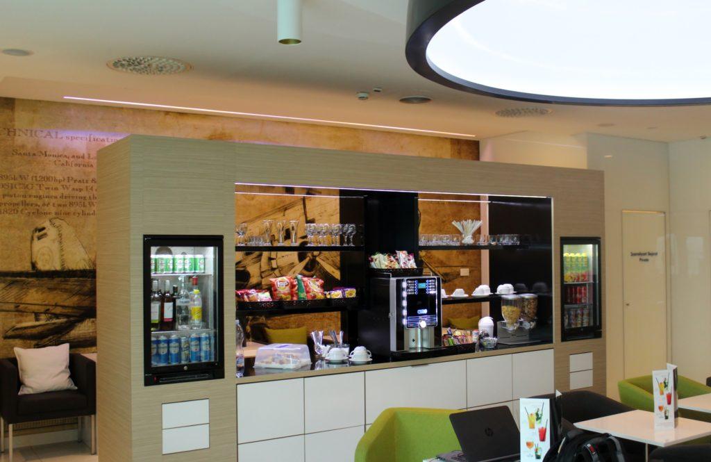 Menzies Aviation Lounge, Budapest self-service buffet