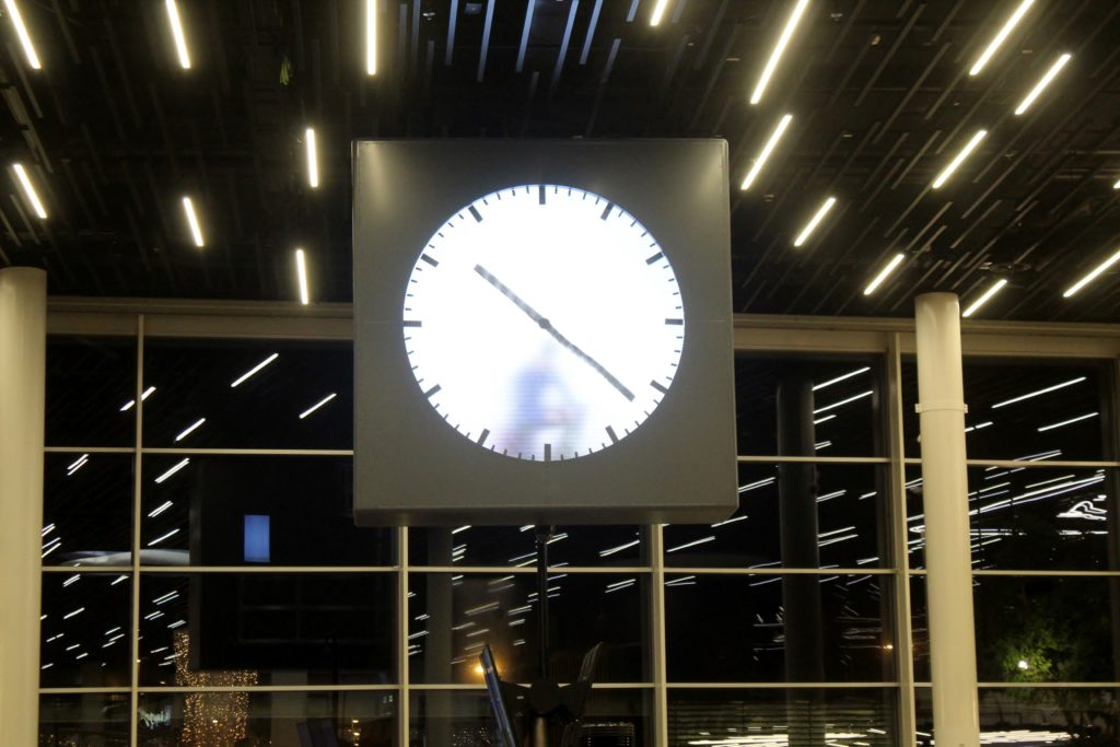 The clock with a man inside at Amsterdam Schiphol airport