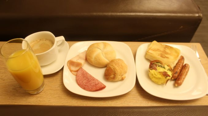 Breakfast in the LOT Elite Club Lounge at Warsaw Chopin
