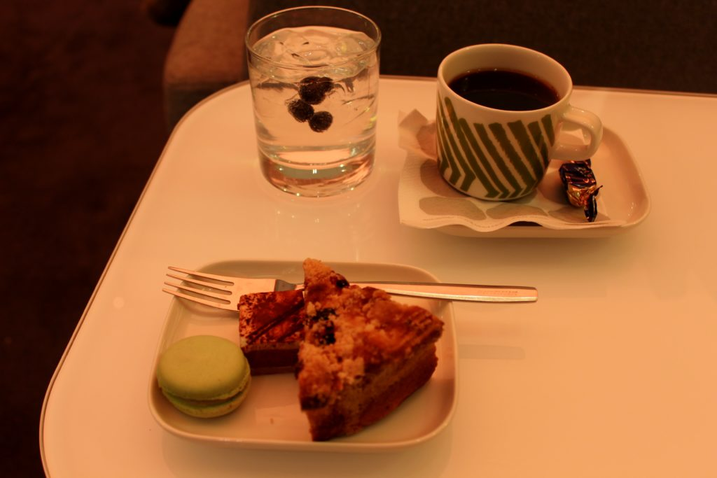 Arctic Blue gin and tonic in the Finnair Premium Lounge in Helsinki