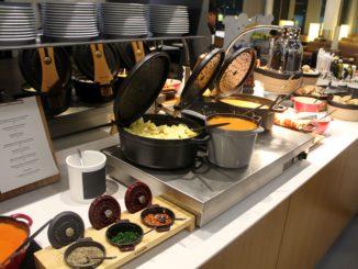 Dinner in the Lufthansa Senator Lounge in Frankfurt