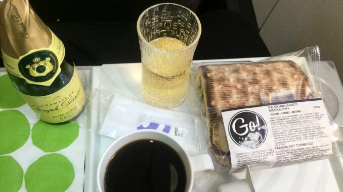 Evening snack in Finnair Business Class Helsinki-Stockholm on the Embraer 190
