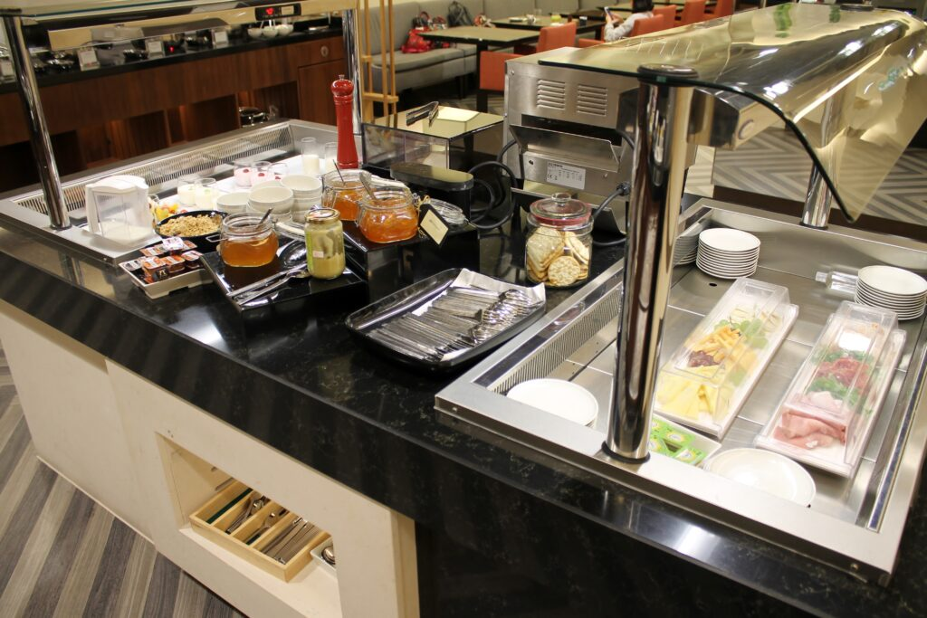 Breakfast in the Singapore Airlines Silverkris Lounge at London Heathrow