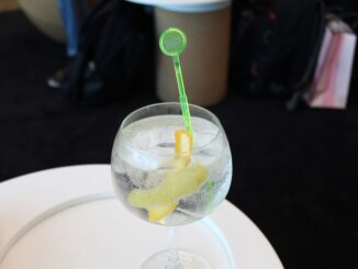 Gin & tonics at the bar in the TAP Lounge at Lisbon Airport