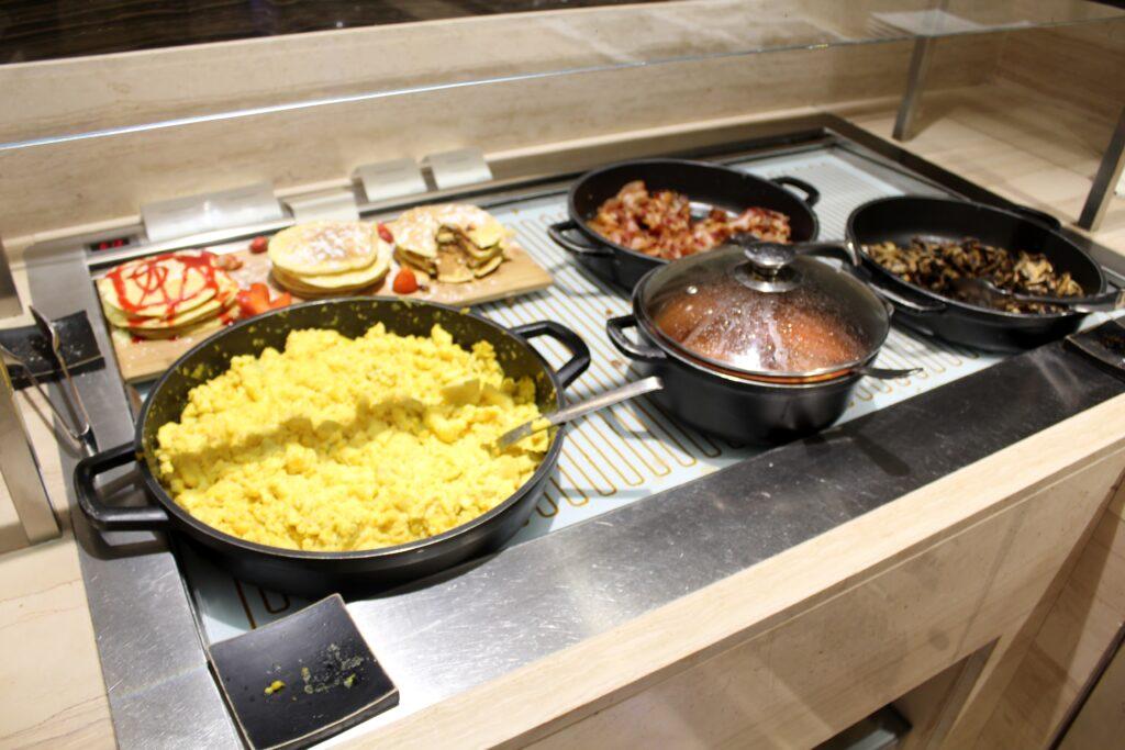 Pancake buffet in the Casa Alitalia Lounge at Rome Fiumicino