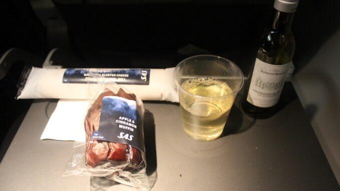 SAS Plus Stockholm-Gothenburg-Berlin Tegel snack and wine