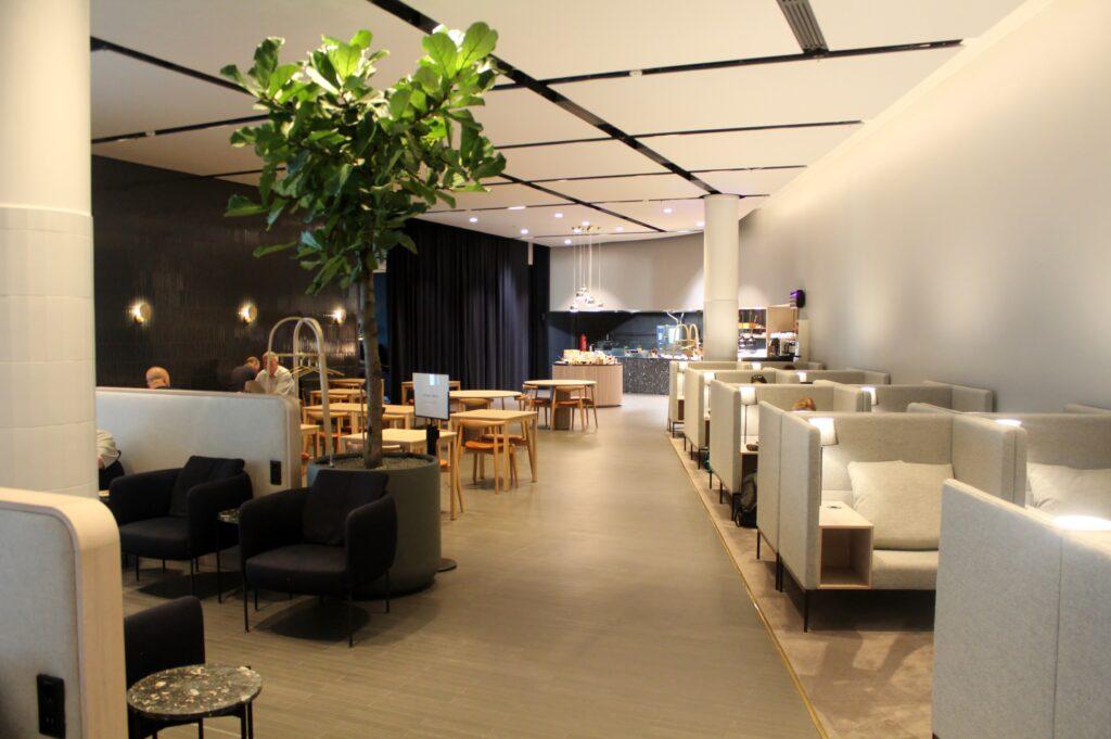 The bar in the Finnair Platinum Wing in Helsinki