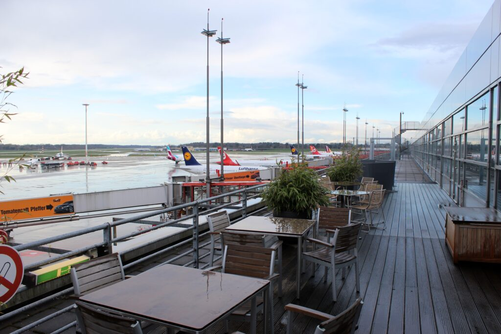 The outdoor terrace in the Lufthansa Senator Lounge in Hamburg