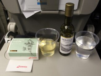 Hot snack and wine in Swiss economy class Stockholm-Zürich