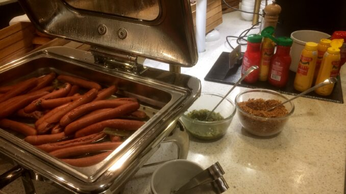 Hot dogs in the SAS Gold Lounge at Stockholm Arlanda